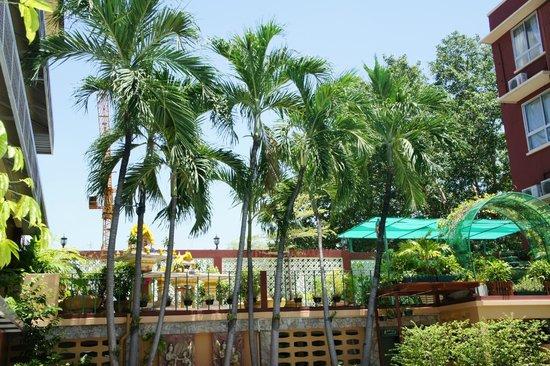 Swan Hotel Bangkok : Vue piscine