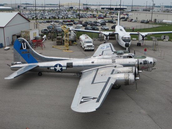 "Mount Hope, Канада: Commemorative Air Force B-17 ""Sentimental Journey"" visiting on Canada Day, 2013"