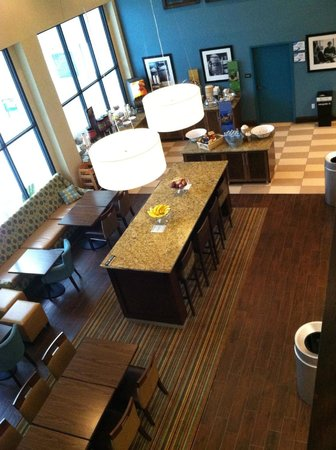 Hampton Inn Marion: Overhead view of dining/lounge