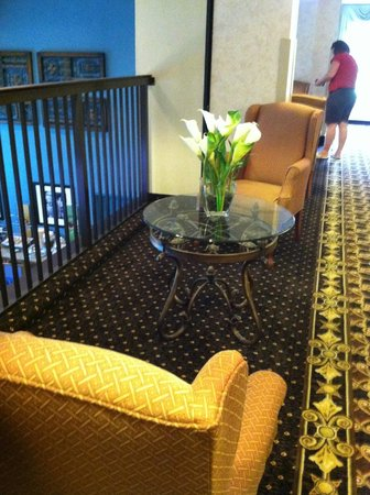 Hampton Inn Marion: 2nd floor lounge outside of laundry