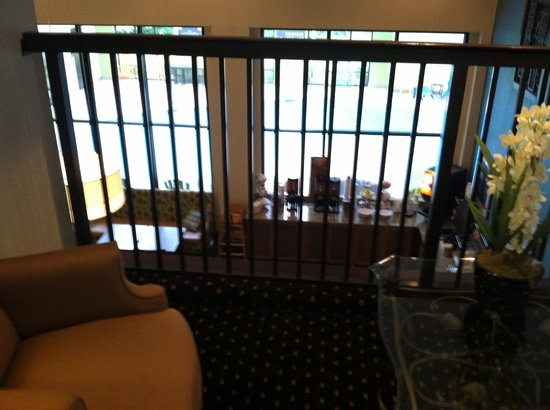 Hampton Inn of Marion, NC: Dining/lounge from 2nd floor.  Pool behind frosted glass.