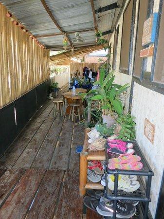 Patrik & Tezz Guesthouse: Porch