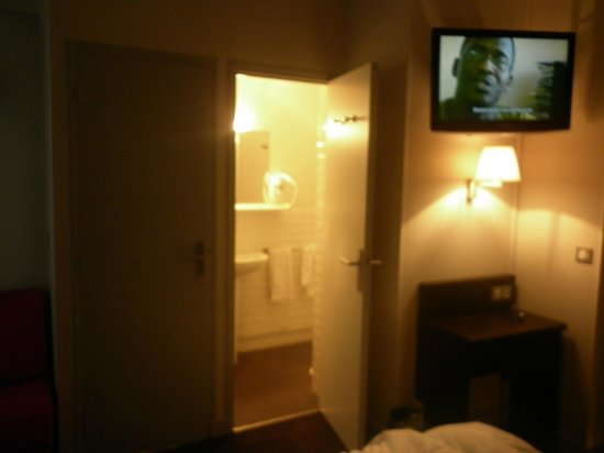 Hotel des Ecrivains: Bathroom