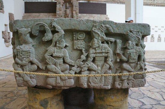 Sculpture Museum: 祭壇Q