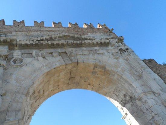 Mercato Cittadino di Rimini: arco de Augusto