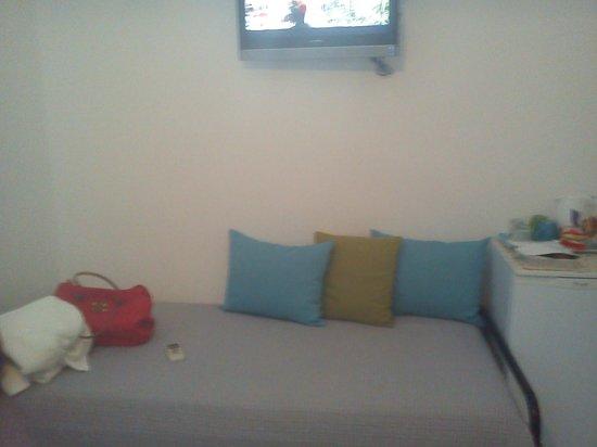 Afrodete Hotel : καναπές-κρεβατι