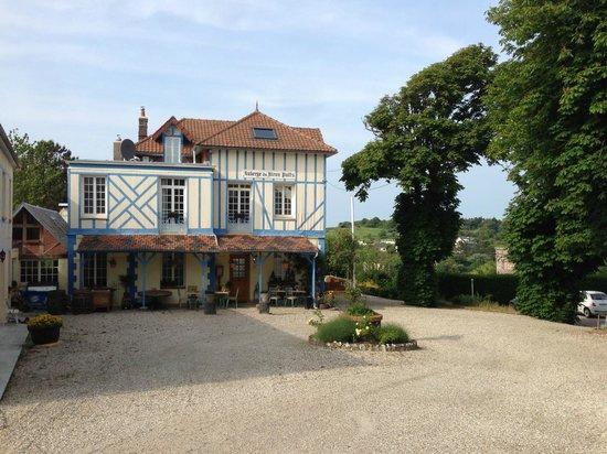 Auberge du Vieux Puits : Das kleine Hotel von außen