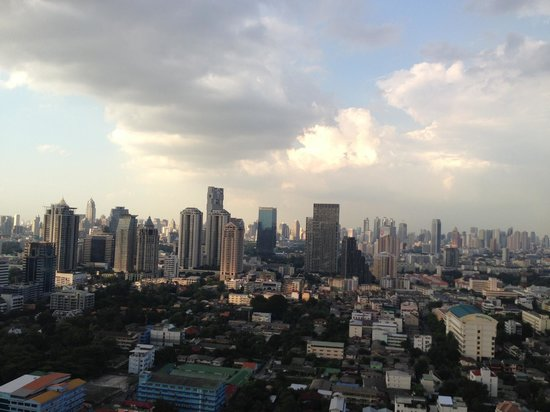 Anantara Sathorn Bangkok Hotel: view from 34 floor