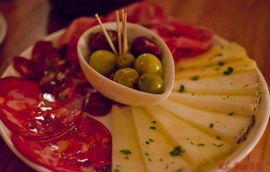 Pinchos Tapas Bar: Platter