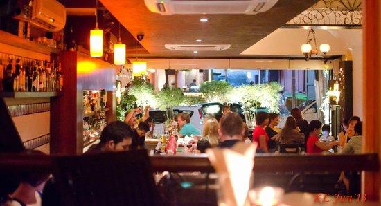 Pinchos Tapas Bar: Busy evening