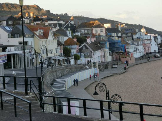 Coombe House: Picturesque seafront