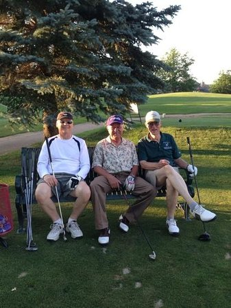 Southridge Golf Club : waiting to tee off on #9