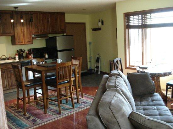 Bear Ridge Guest House: Open Living Room / Kitchen