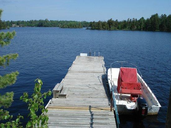 Bear Ridge Guest House: Lake Dock