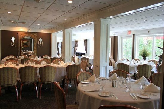 Hunt room private dining room for up to 30 guests for Restaurants with private rooms near me
