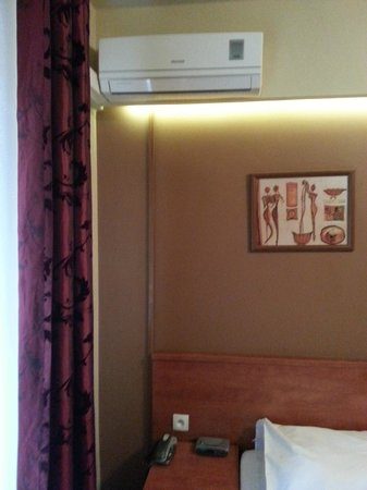 Hotel Maksymilian: Some rooms have air conditioned, others don't