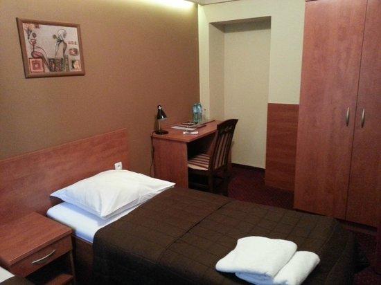 Hotel Maksymilian : A desk
