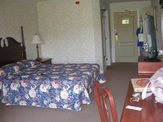Days Inn Edmundston: Room #220, Highway side