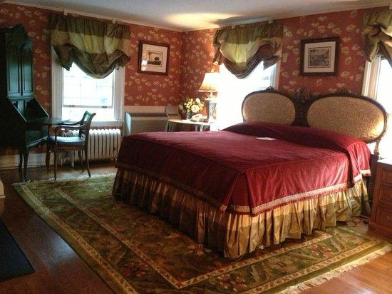 Roger Sherman Inn: Luxury Room #23 - Main Building