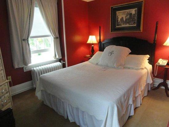 Roger Sherman Inn: Standard Room #25 - Main Building