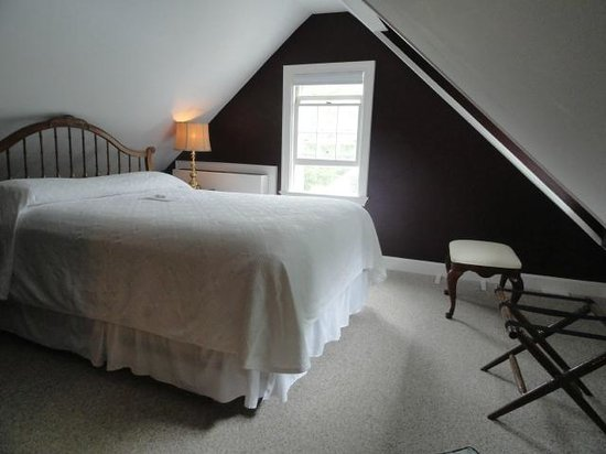 Roger Sherman Inn: 1st Bedroom of Two Bedroom Suite #31 - Main Building