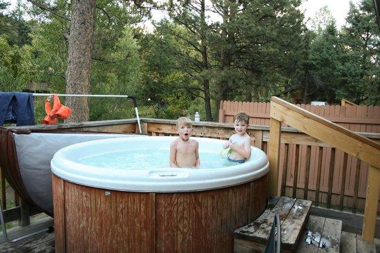 Streamside on Fall River : Hot tub on deck