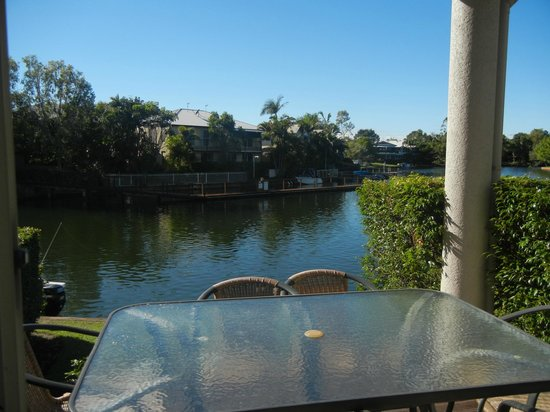 Portside Noosa Waters Resort : Townhouse 17:  overlooking deck and canal