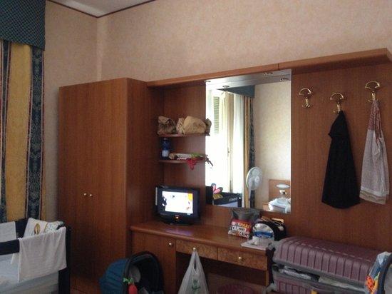 Albergo Hotel Admiral : Furniture