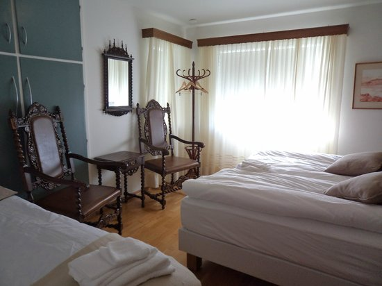 Akra Guesthouse: Triple room