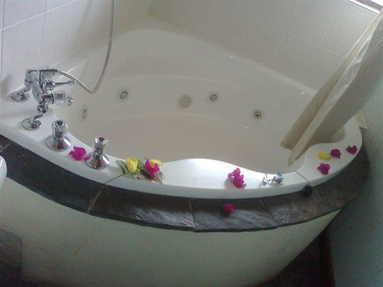 Sodwana Bay Lodge : Honeymoon Jacuzzi Bath