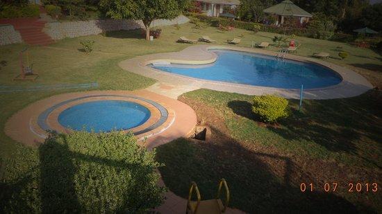 Flamingo Safari Lodge & Camp Site: lovely swiming pool