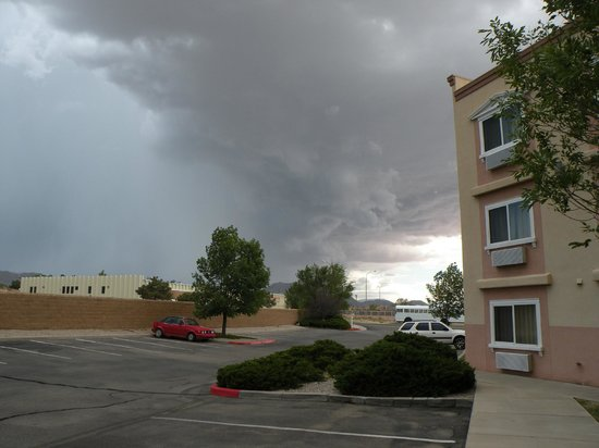 Super 8 Albuquerque East : Outside-Facing South as a storm rolls in