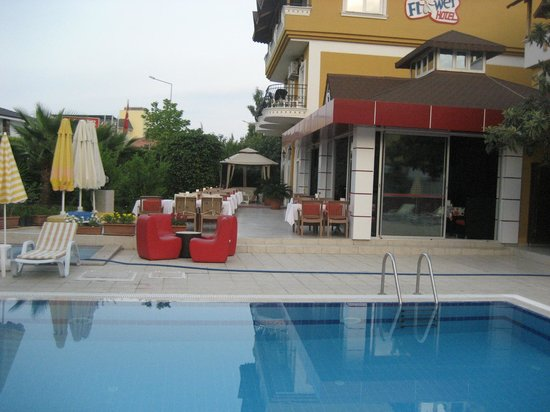 Boutique Hotel Flower : бассейн