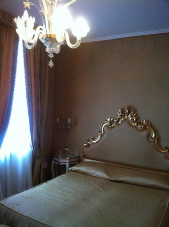 Casa Pisani Canal: Wonderfully decorated double room.