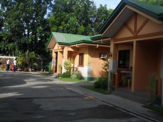 Farm Side Hotel: Rooms2