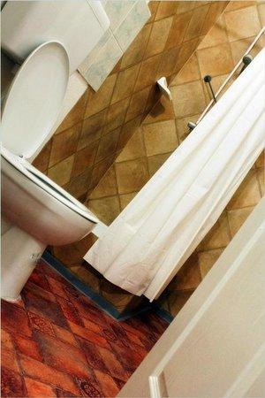 DBC Hostel: Bathroom