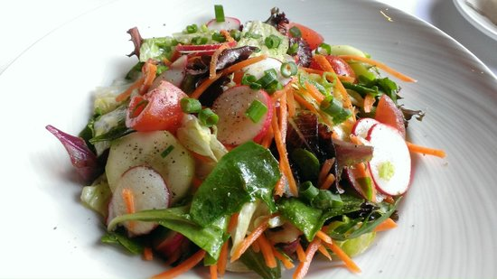 The Palm : Mixed green salad