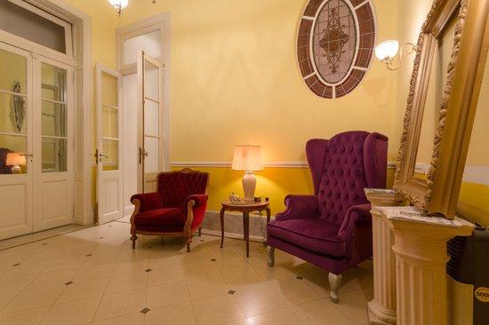 Petit Hotel El Vitraux: Lobby