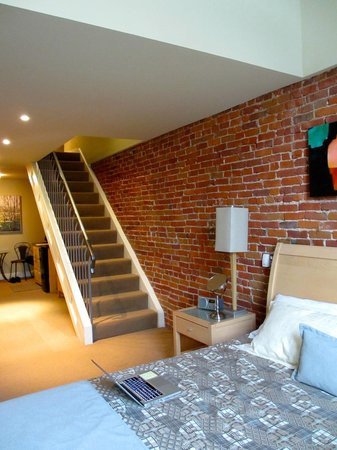 Bentley's Inn: Stairs to 2nd level of the loft, kitchenette in background