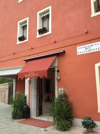 Hotel Moresco: Entrance to the hotel