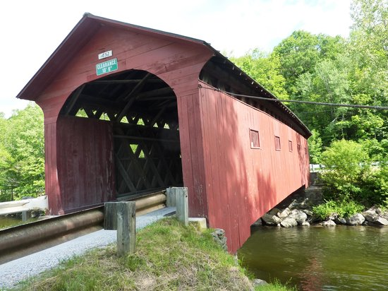 Arcady at the Sunderland Lodge: COVERED BRIDGES ALL OVER