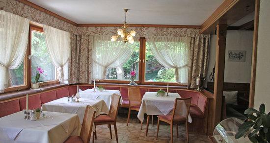 Garni Marchegg: Ein schöner Frühstücksraum mit Buffett erwartet Sie