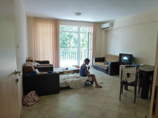 Kamelia Garden Apartments : одна из комнат