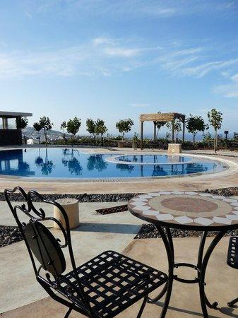 Santorini Mesotopos: La piscine et terrasse