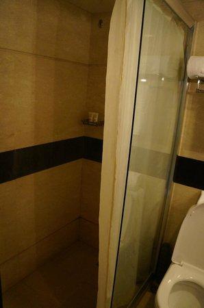 Sunworld Hotel Beijing: shower screen