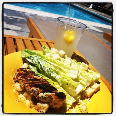 MacArthur Place - Sonoma's Historic Inn & Spa: Lunch poolside