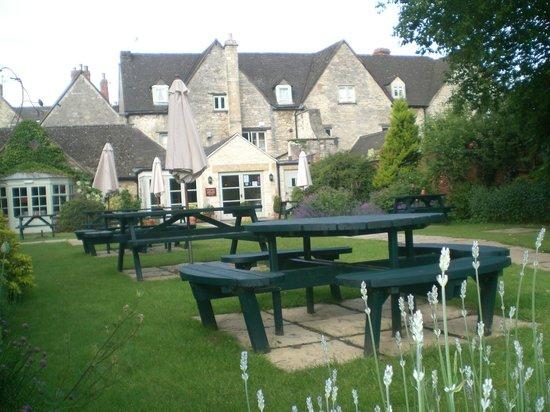 Corinium Hotel & Restaurant: Pleasant gardens