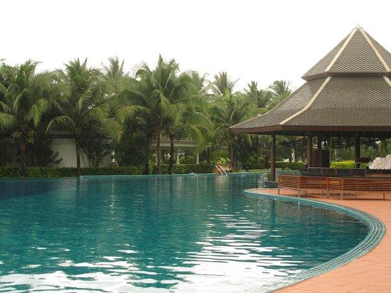 Sofitel Krabi Phokeethra Golf & Spa Resort: pool area