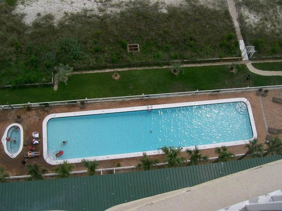 Twin Palms: Looking down at the pool (before new furniture)