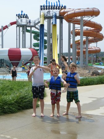 King's Pointe Waterpark Resort: The boys ready to PLAY!